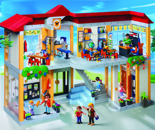 PlaymobilSchoolhouse_small