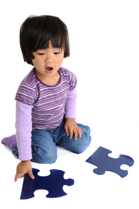 Child-with-puzzle